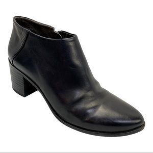 Coclico Black Zig Leather Ankle Booties 6.5